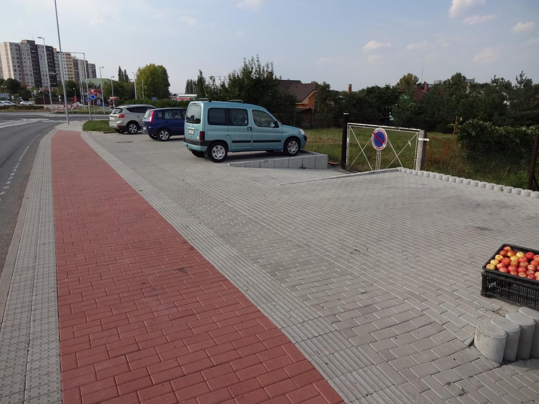 parkoviště před zahradnictvím